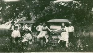 1919: The Henricks family around their car (on the left). Far left: Garrett; standing: eldest son Arthur; seated: wife June. Other sons shown are Warren, Clifford, Raymond, Chet.